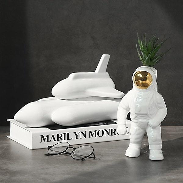 Astronaut Vase.jpg